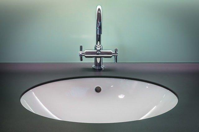 bathroom-1851566_640
